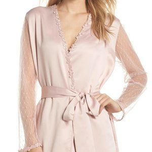 NWT Flora Nikrooz Showstopper Robe in Shell Pink
